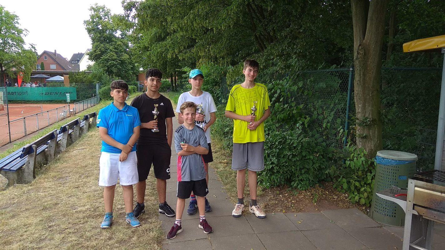 Siegerfoto U15 Junioren (v.l.n.r. Cem, Tijdar, Levi, Matthias, Max)