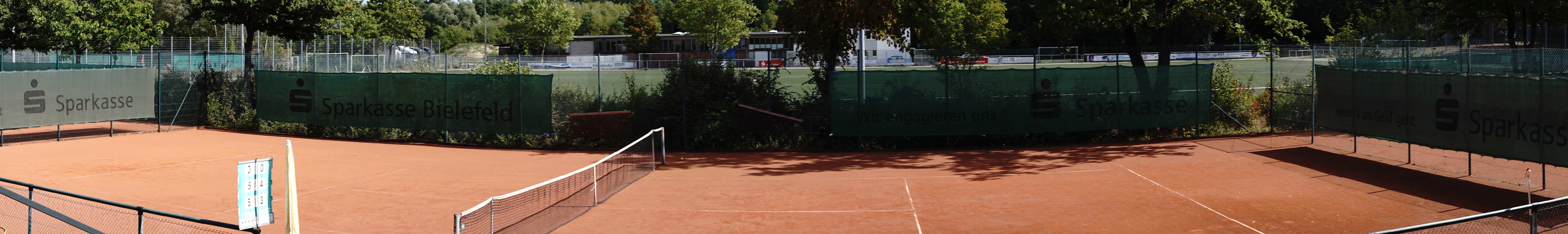 """Platz 2: Unser Centercourt mit angrenzender """"Sonnenterasse"""""""