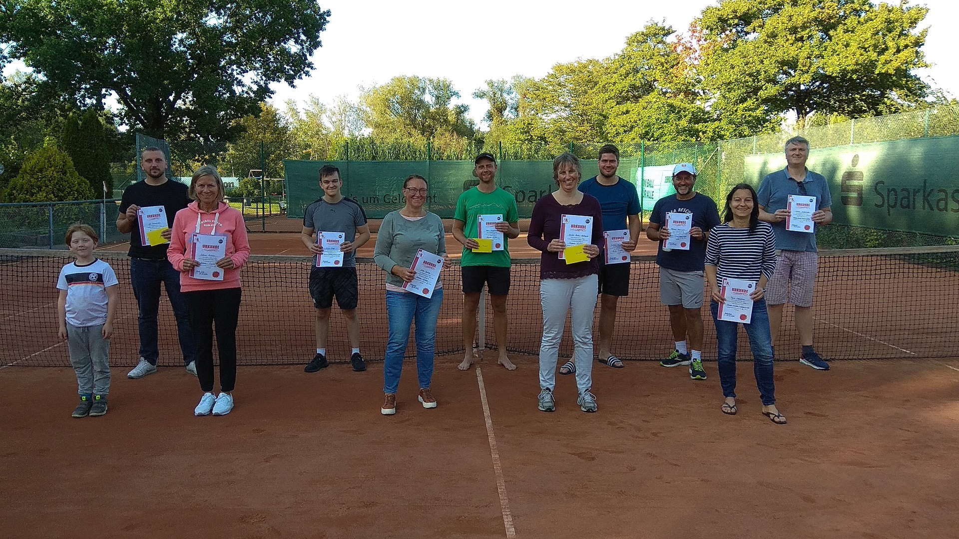telekom-post-sv-bielefeld-tennisabteilung-vereinsmeisterschaften-2020-sieger-einzel-damen-und-herren-gruppenfoto-hp
